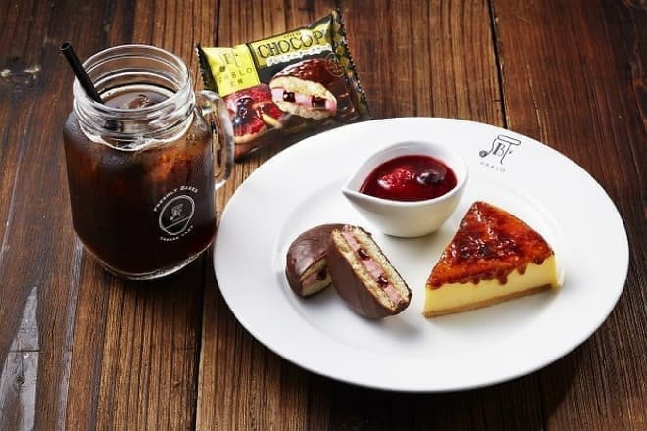 PABLO道頓堀店のプレミアムカフェ「PABLO×ロッテプレミアムチーズタルト&チョコパイ-ダブルベリー仕立て-」