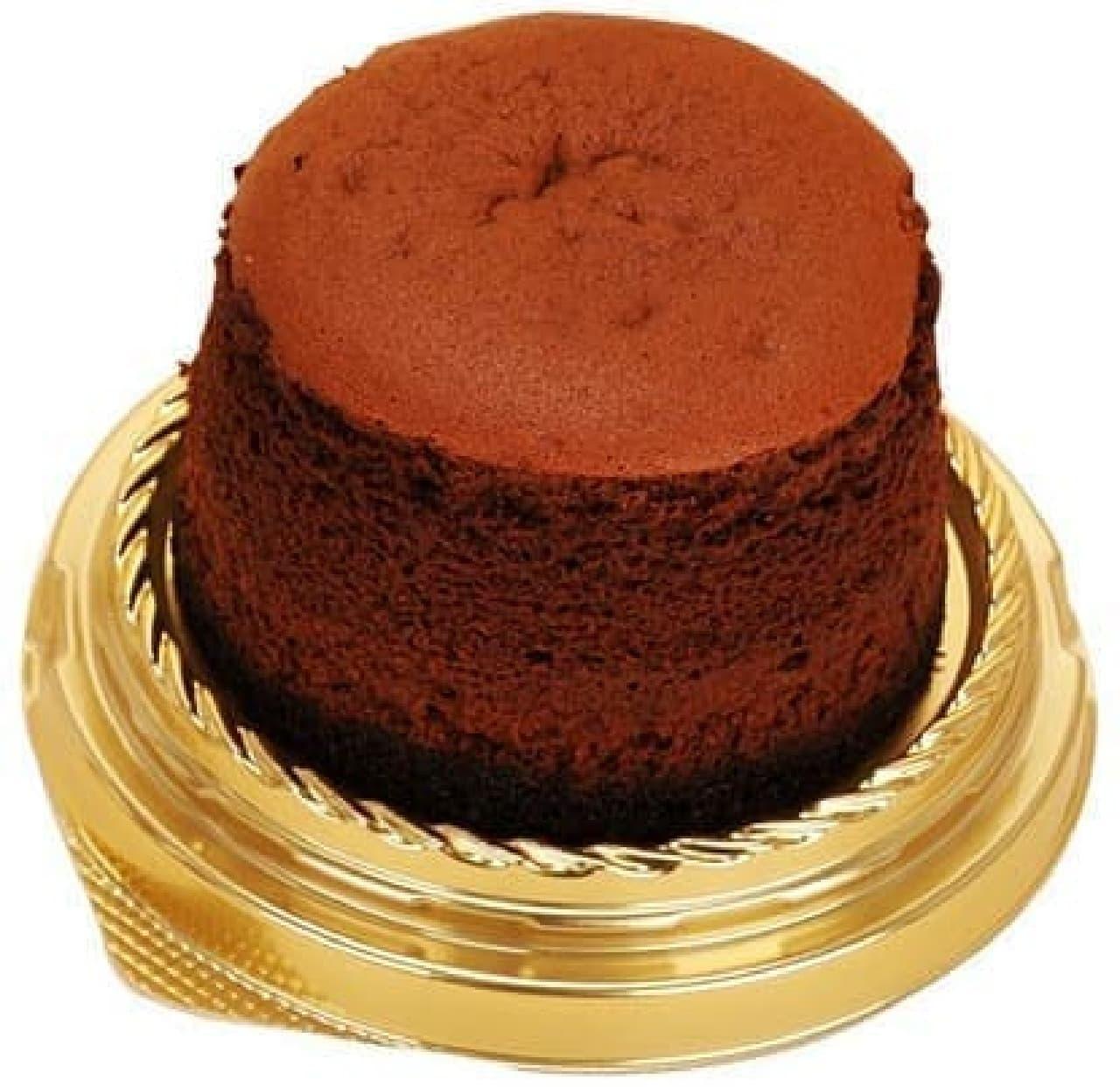 ファミリーマート「しっとり濃厚ショコラスフレ」