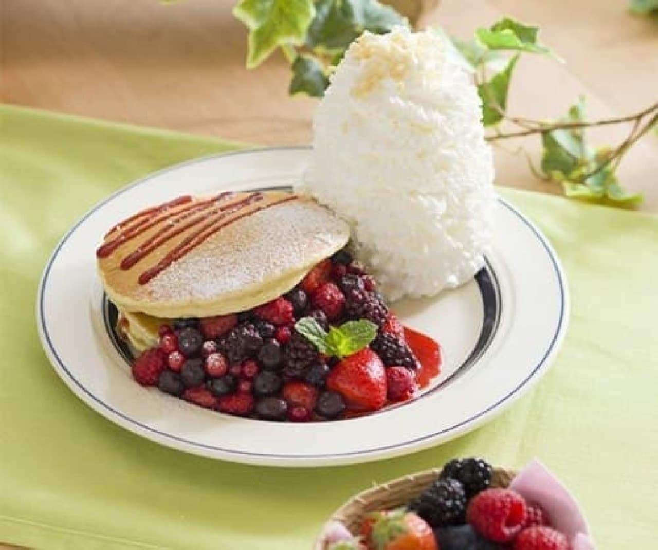 エッグスンシングス「クインタプルベリーパンケーキ」