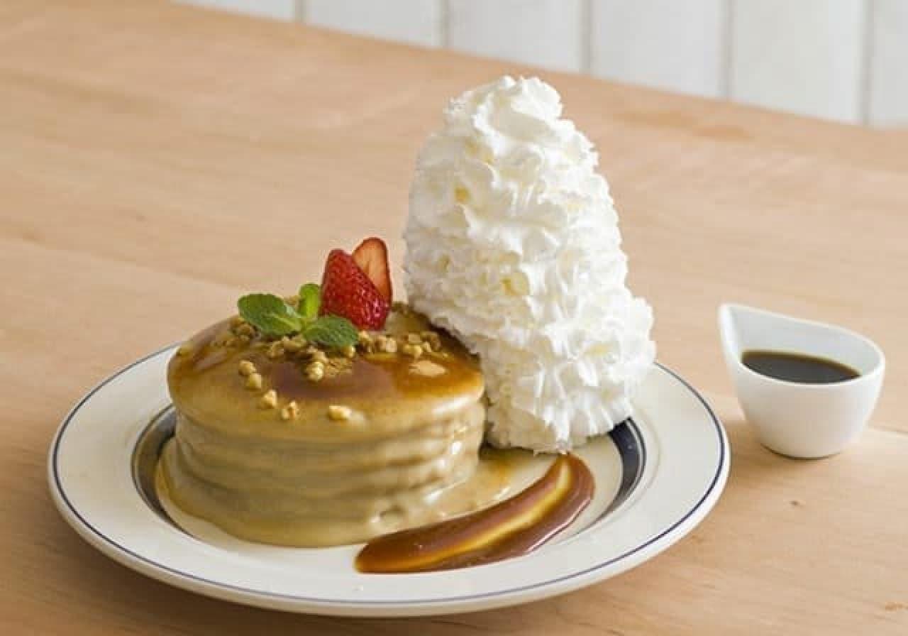 エッグスンシングス京都四条店限定「ほうじ茶ラテのパンケーキ」