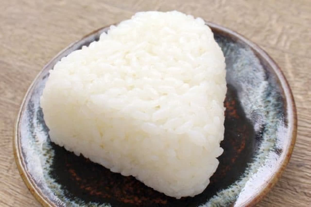 ファミリーマート「新潟魚沼産コシヒカリ 塩おむすび」