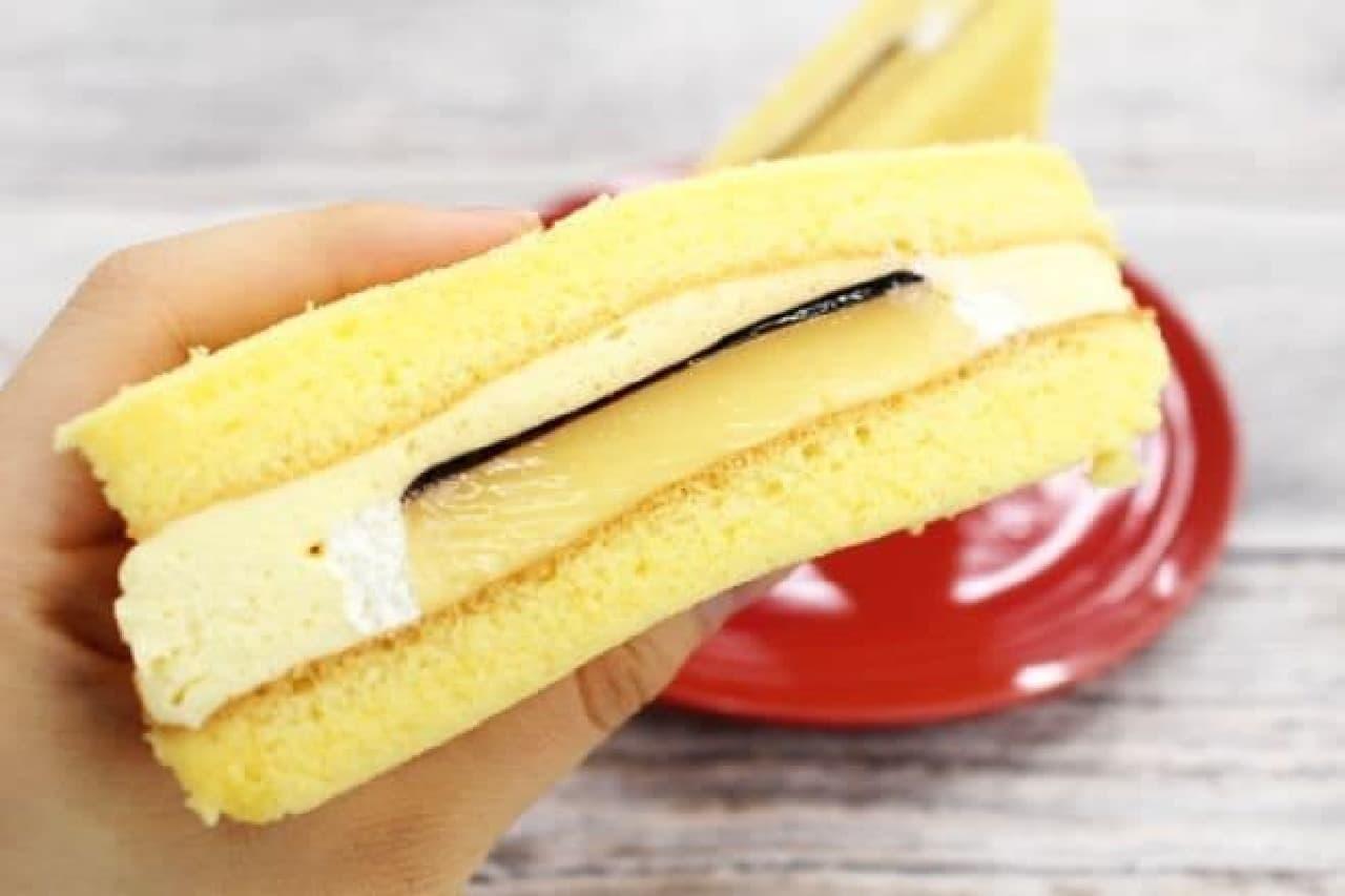 ファミリーマート「プリンのケーキサンド」