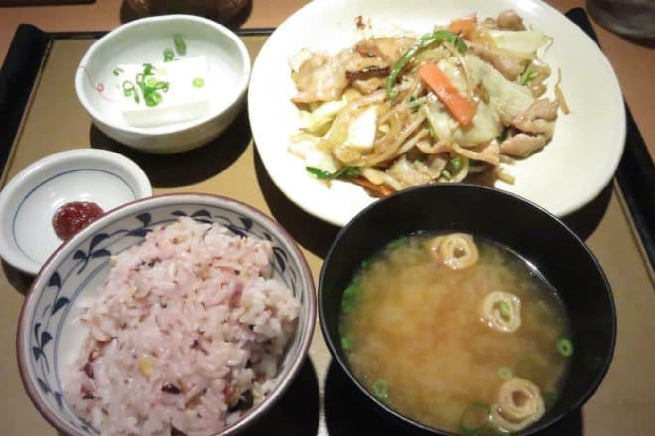 やよい軒「肉野菜炒め定食」