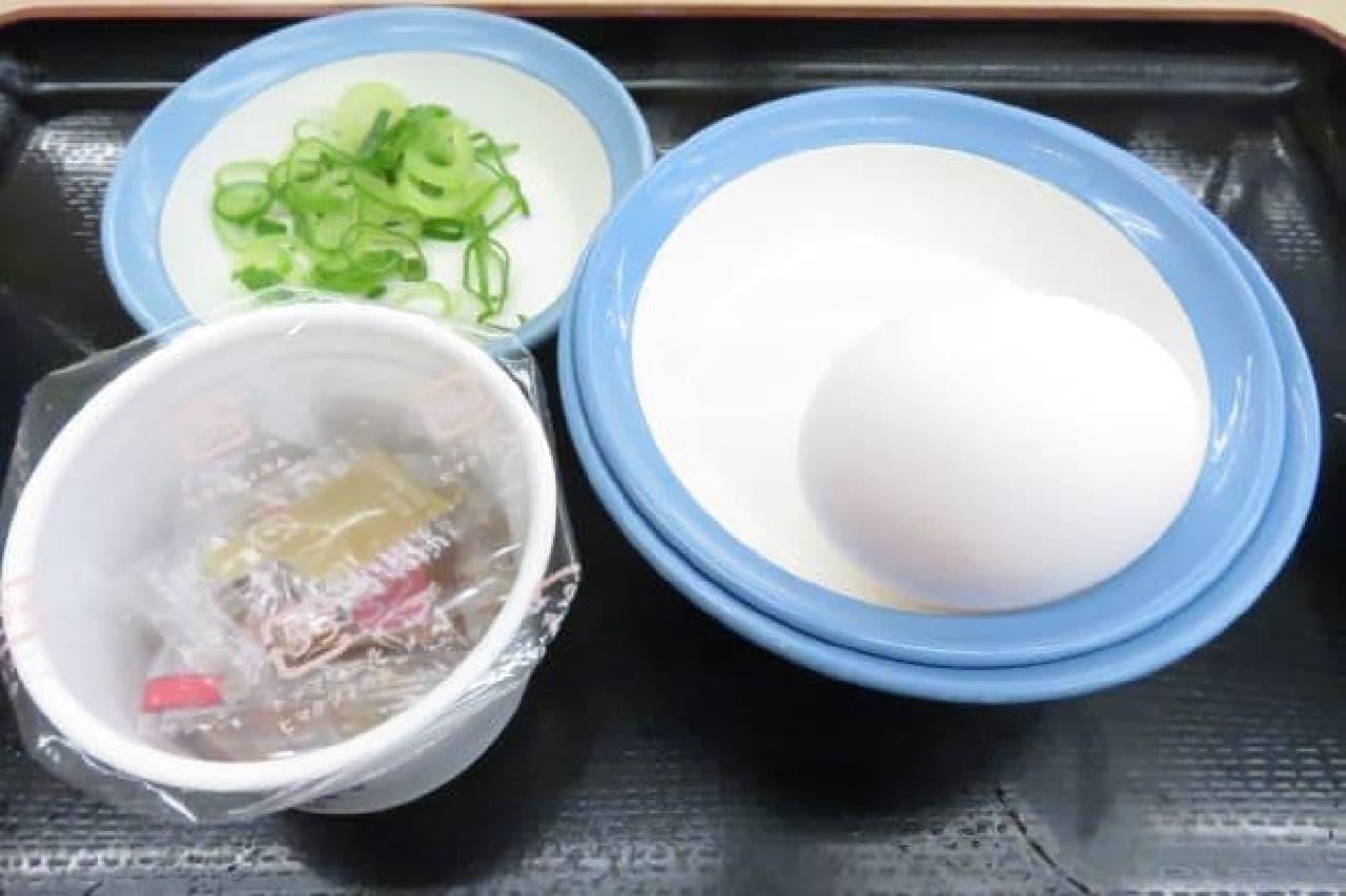 松屋「選べる小鉢の玉子かけごはん」