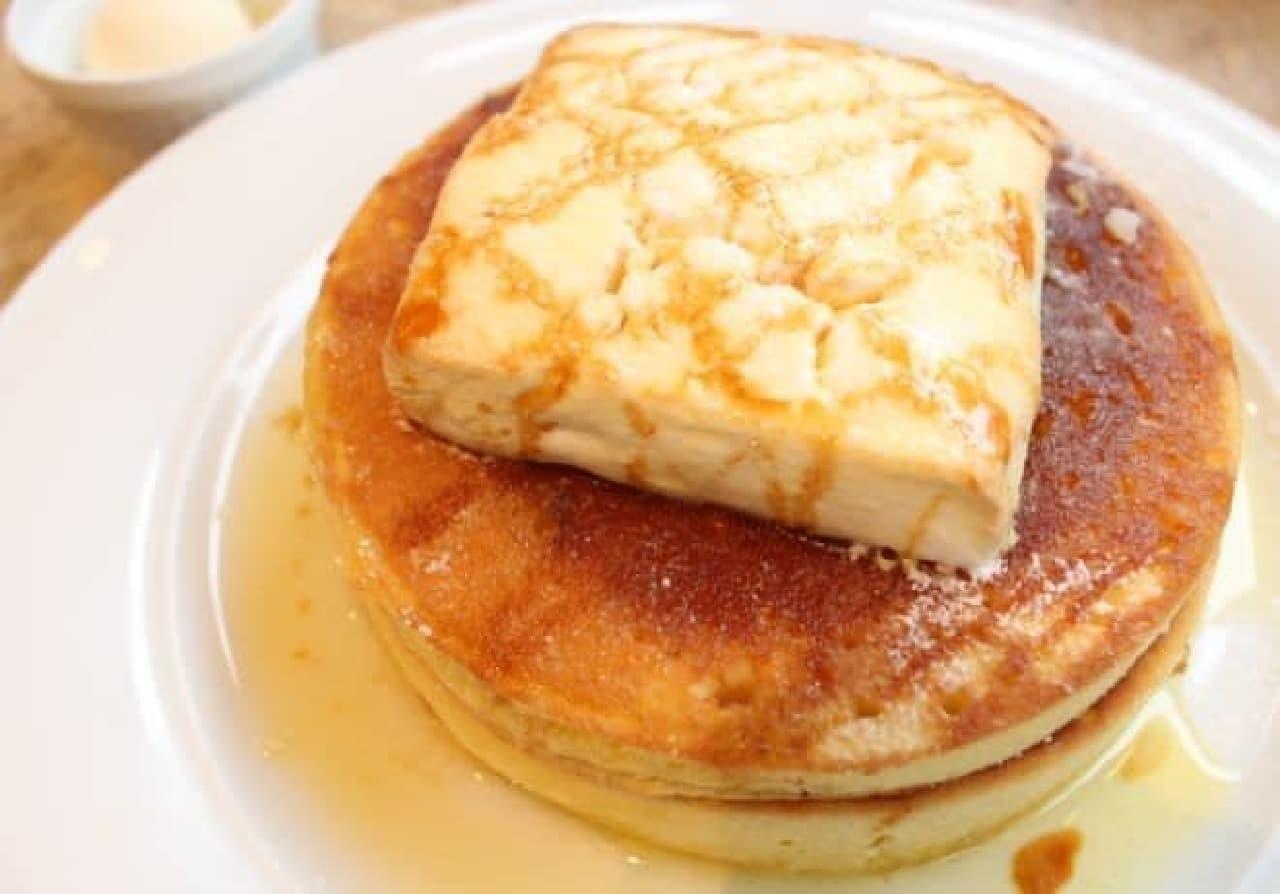 カフェ アクイーユ「焼きマシュマロパンケーキ」