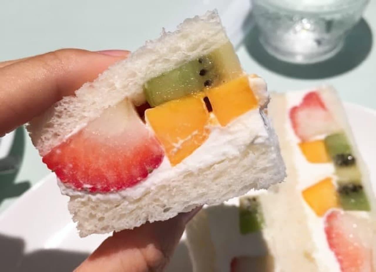 フルータスのフルーツサンド
