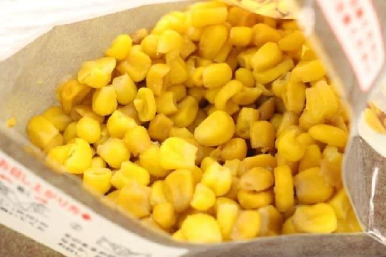 セブンの三角パックのおつまみ「スプーンで食べる 焼きとうもろこし(リッチバター味)」