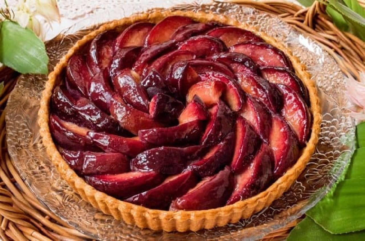 キル フェ ボン「赤い桃とピスタチオのタルト」