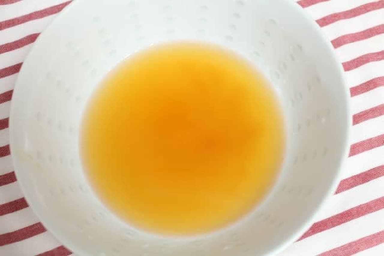 セブン「本場 盛岡冷麺」を作る様子