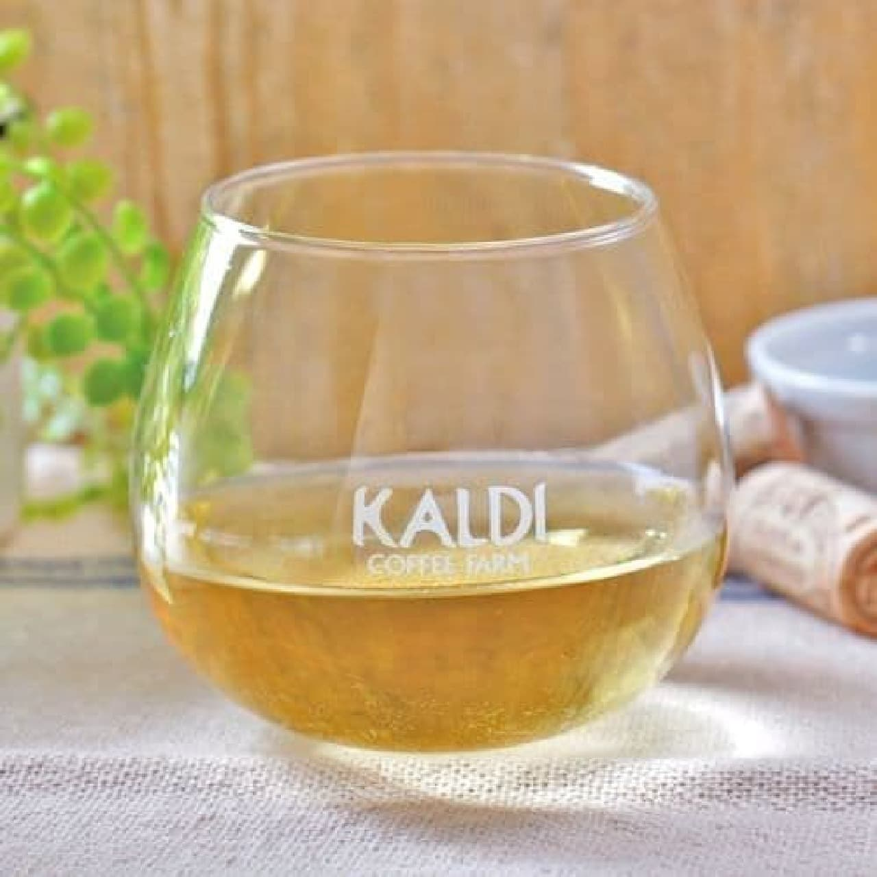 カルディ「スウィング ワイングラス」