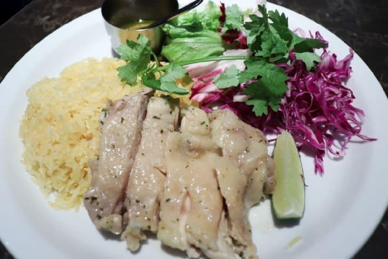 恵比寿「シロノニワ」のプレートランチ「ハニーライムチキンとパプリカライス ハーブソース」