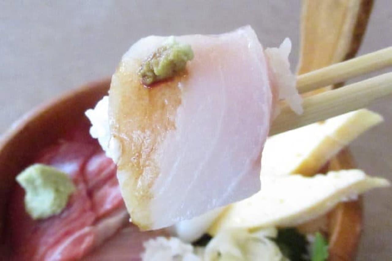 福原醤油をかけた海鮮丼