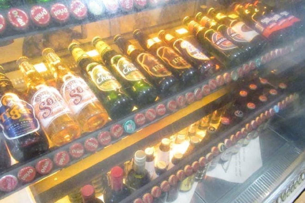U-MAKUのお酒陳列棚