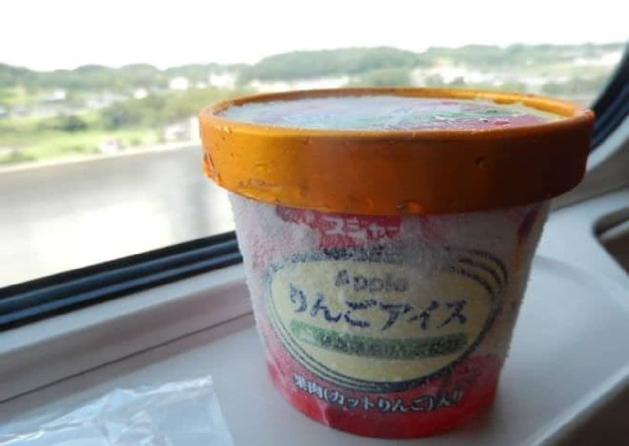 アルミの熱伝導でアイスを溶かす、ニトリの「溶かしてすくえる アルミアイスクリームスプーン」