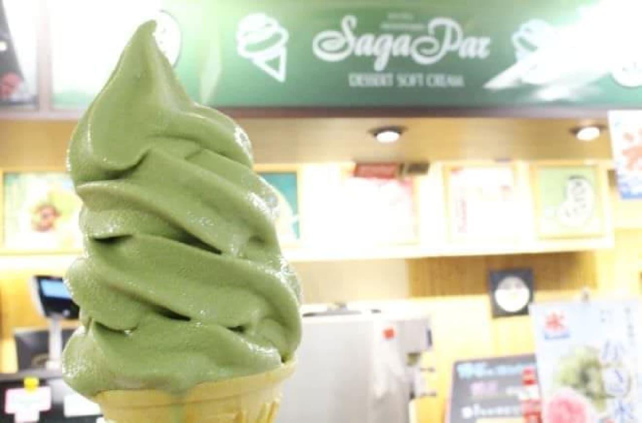 京都嵐山 豆とろう 新宿店の「お豆腐京抹茶ソフト」