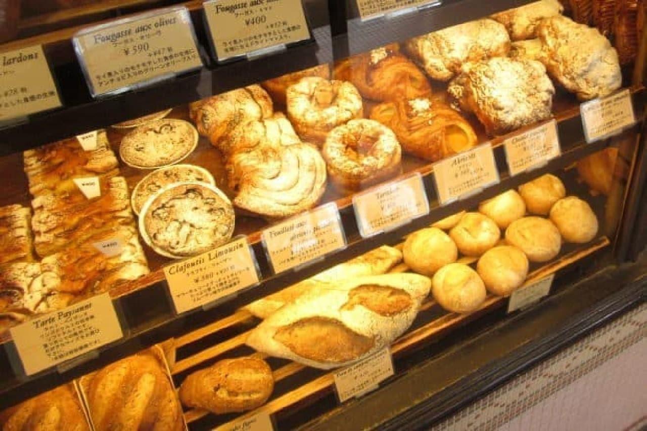 ヴィロンのパン陳列棚