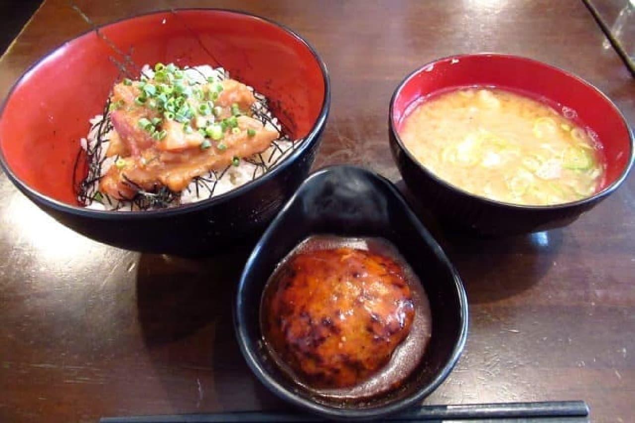 青ヶ島屋のゴマダレ海鮮丼ランチ