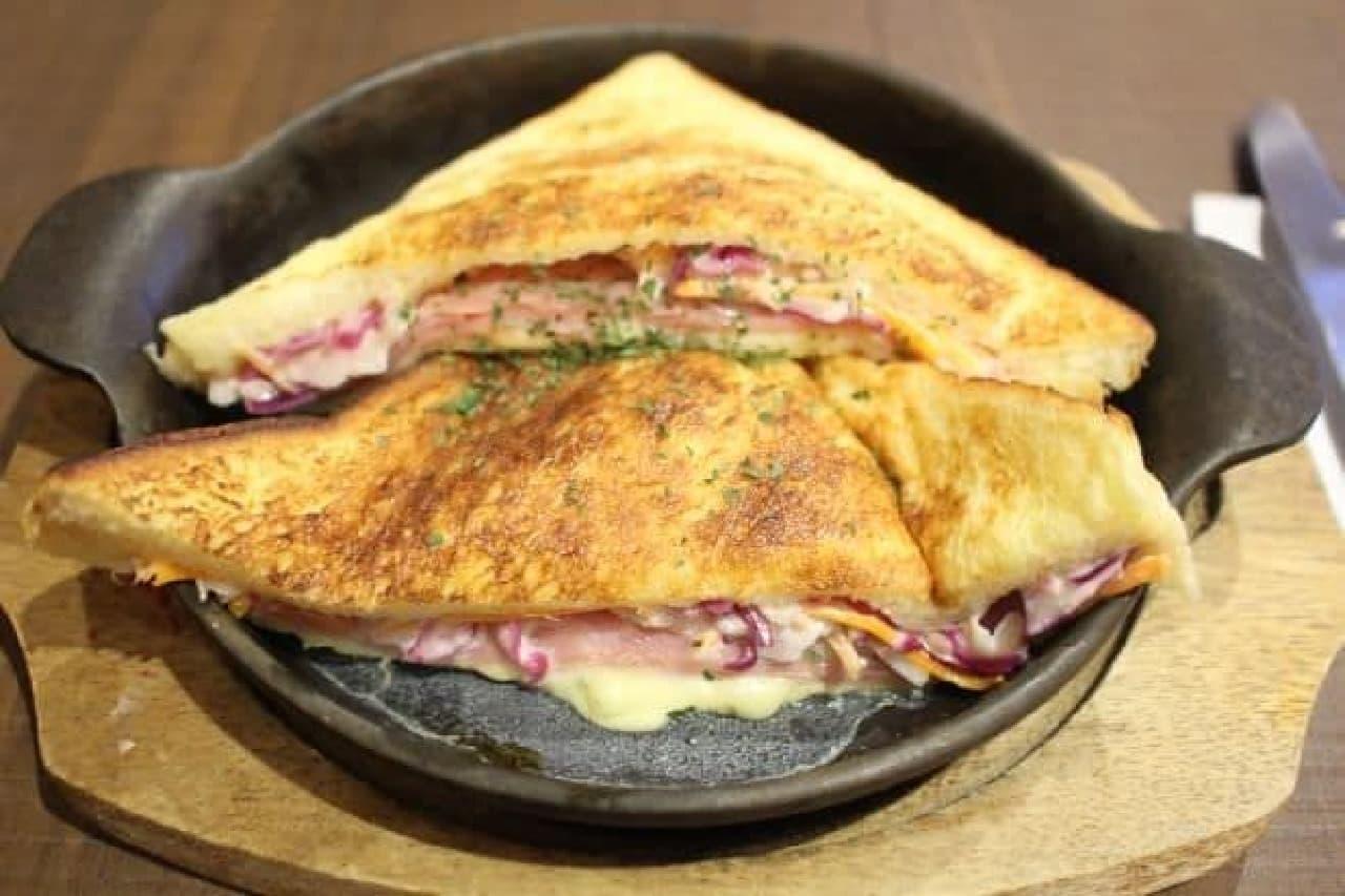 倉式珈琲「クロックムッシュのフレンチトースト(チーズ入り)」
