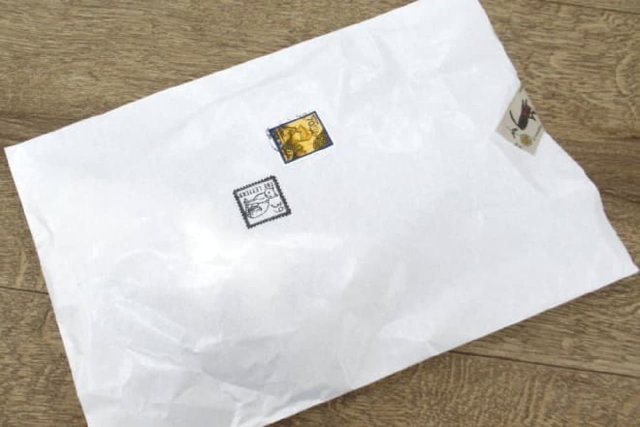 猫の切手デザインつきの袋