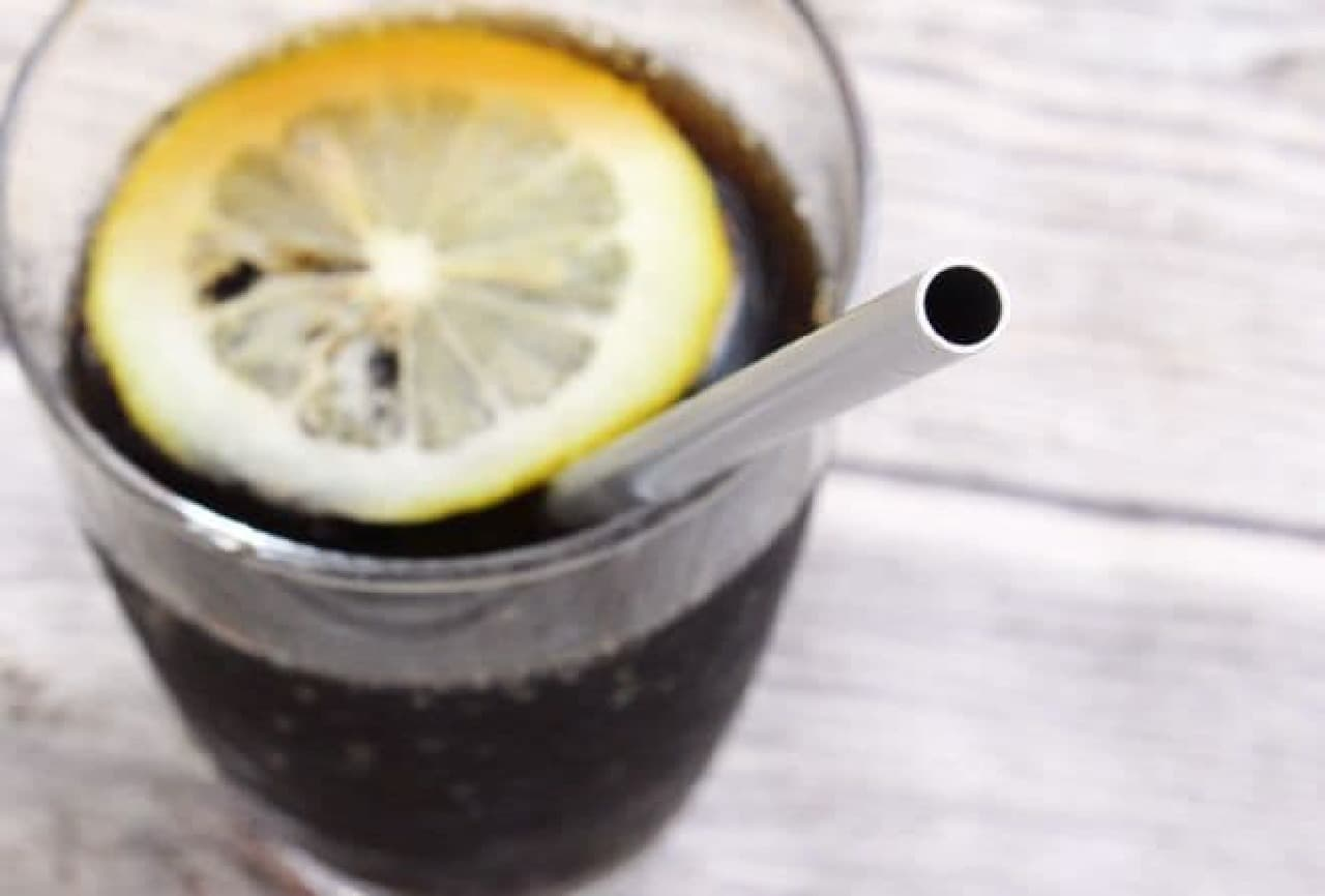 冷たい飲み物がさらに冷たく感じられる「アルミクールストロー」