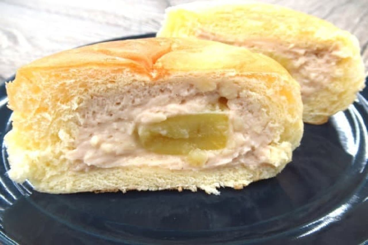 八天堂の「まるごとマロンの入ったくりーむパン」