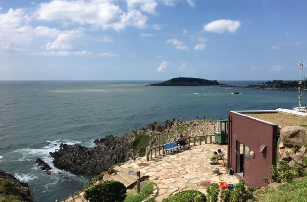 福井県・東尋坊にある岩場カフェ