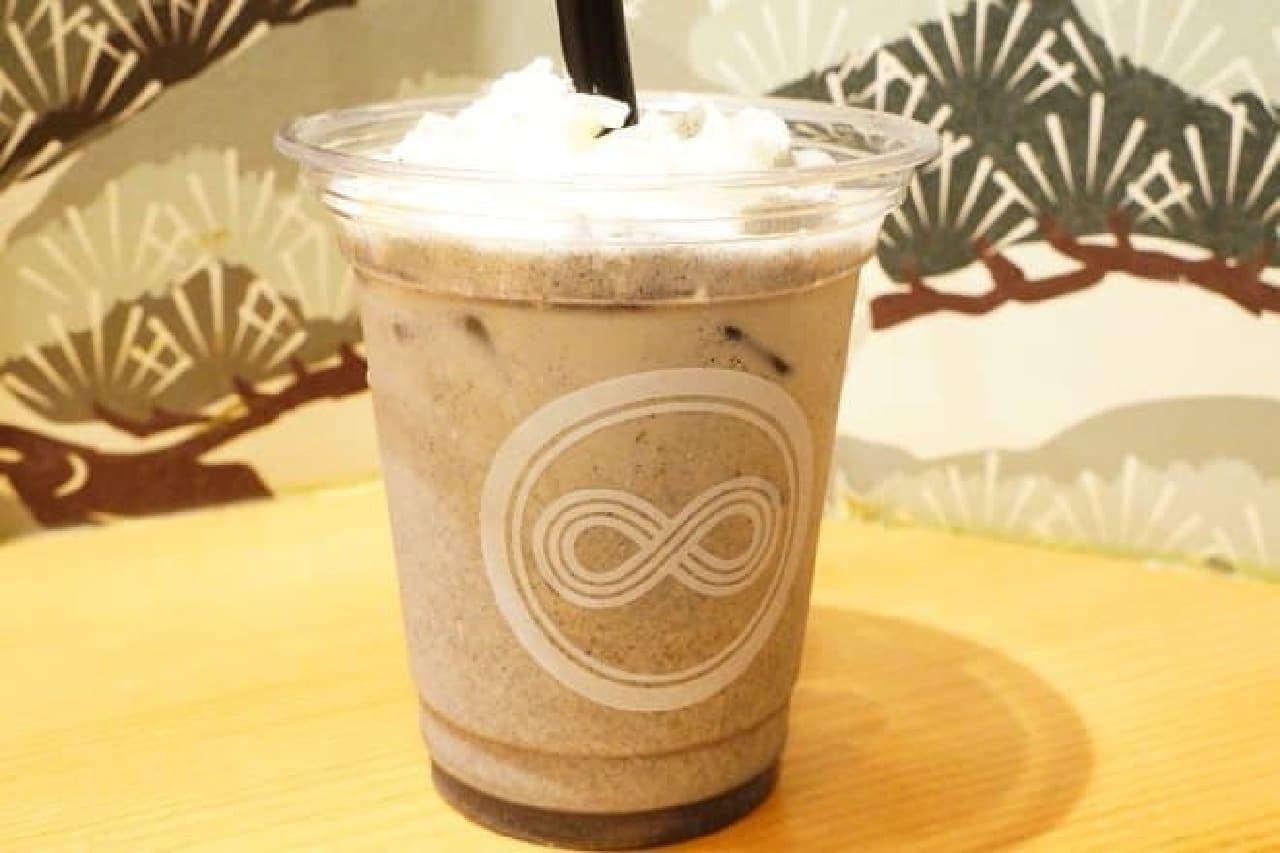日本茶スタンドカフェ八屋「黒胡麻ラテ」