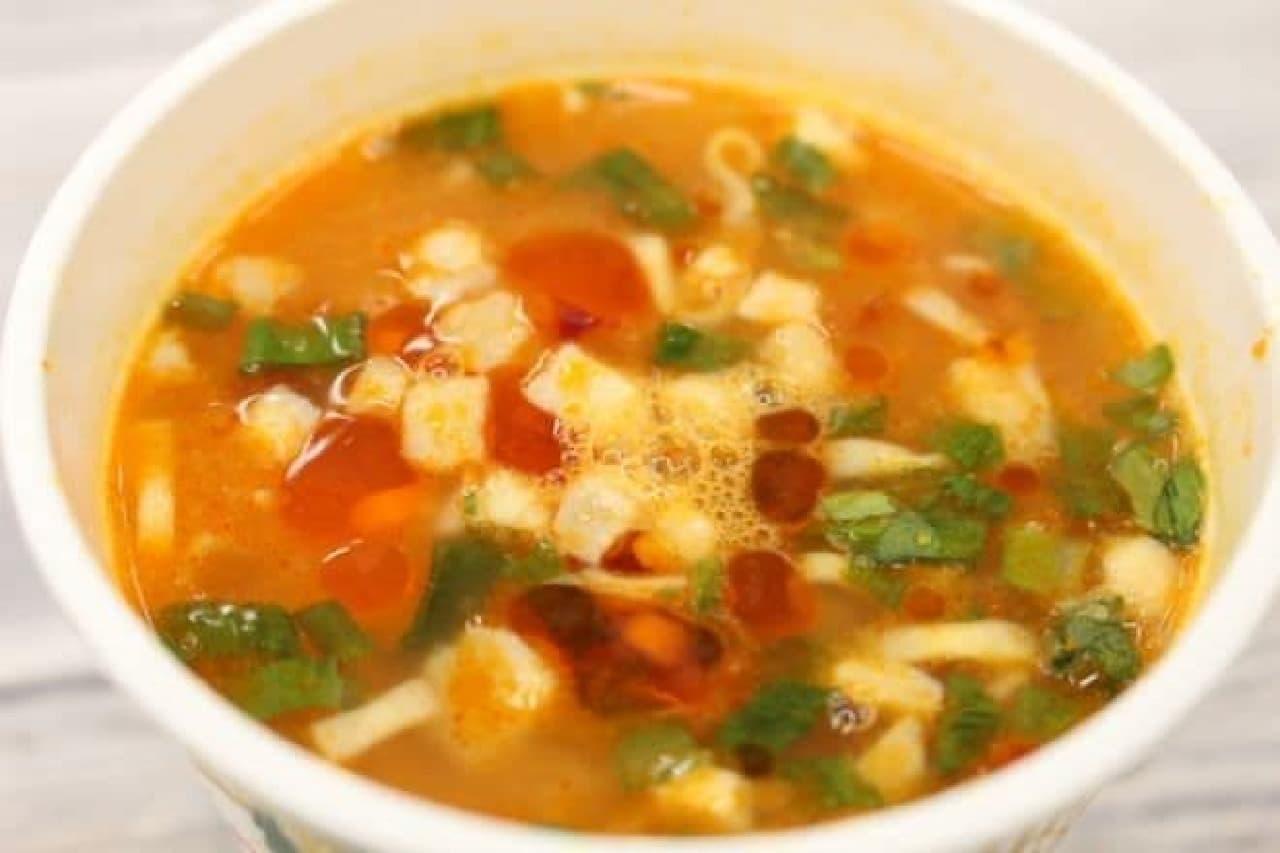 日清食品「カップヌードル インド風バターチキンカリー」