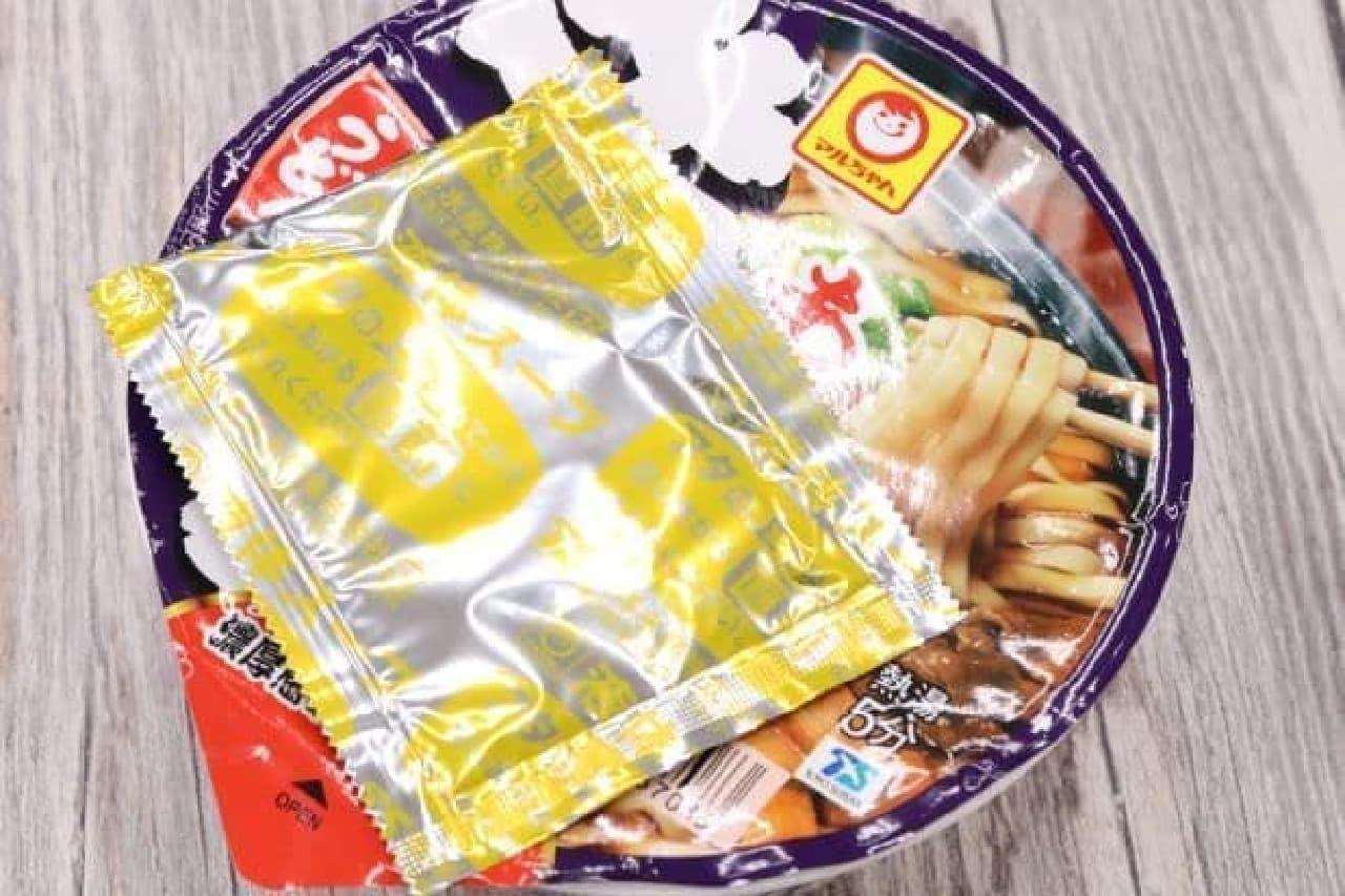 東洋水産「マルちゃん あつあつ牛すきうどん」