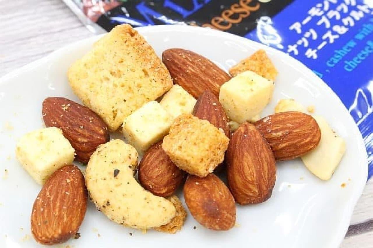 カルディ「ミックスナッツ チーズ&クルトン」
