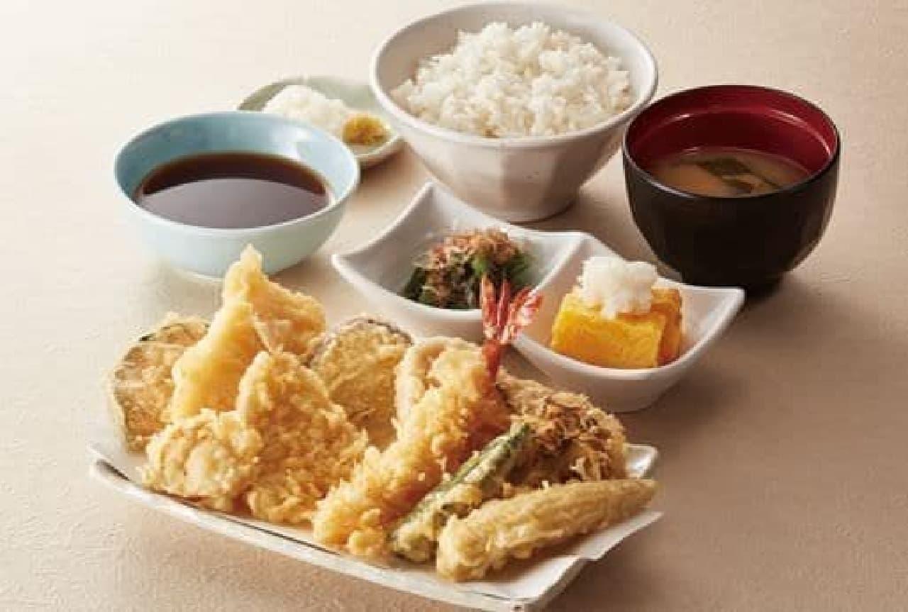 てんや「天ぷら盛りだくさん定食」