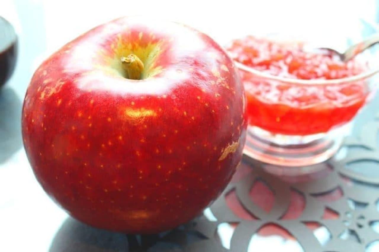 スターバックス「ハロウィンウィッチ フラペチーノ」のりんご