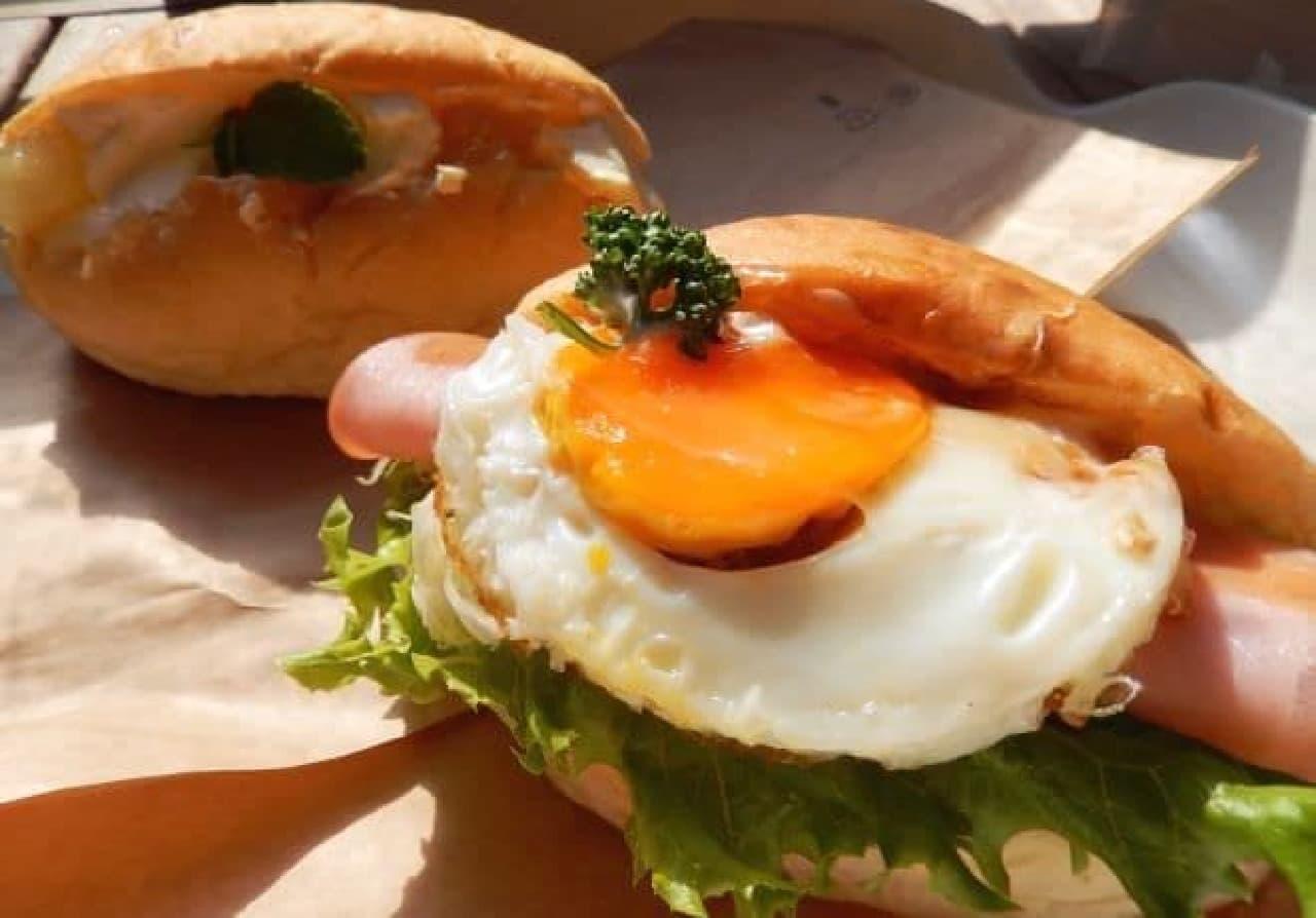 横浜・根岸「パン屋のオヤジ」のコッペパン