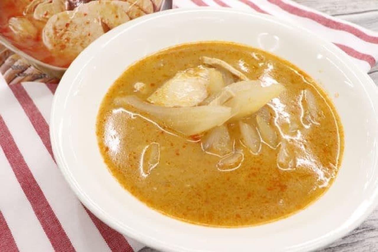 お母さん食堂「国産鶏サラダチキン入り トムヤムスープ」