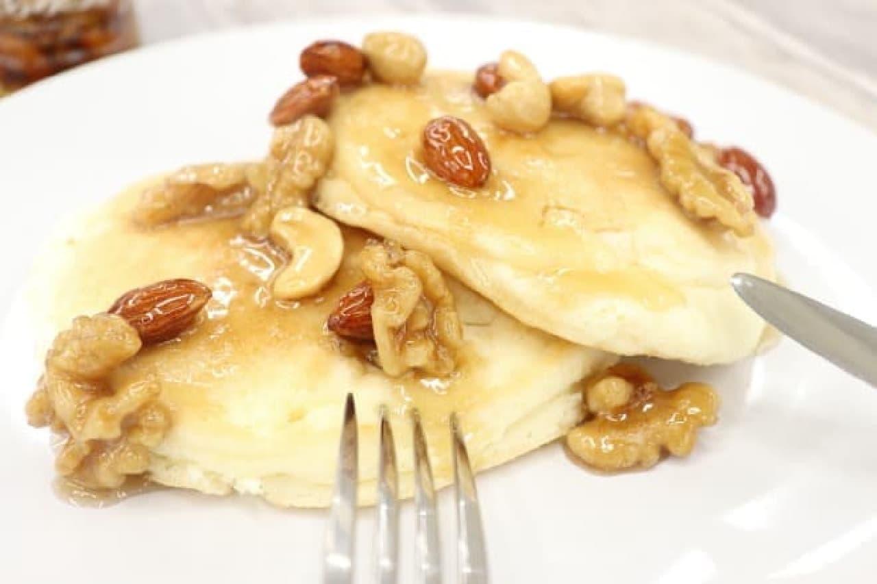 「はちみつナッツ」とパンケーキ