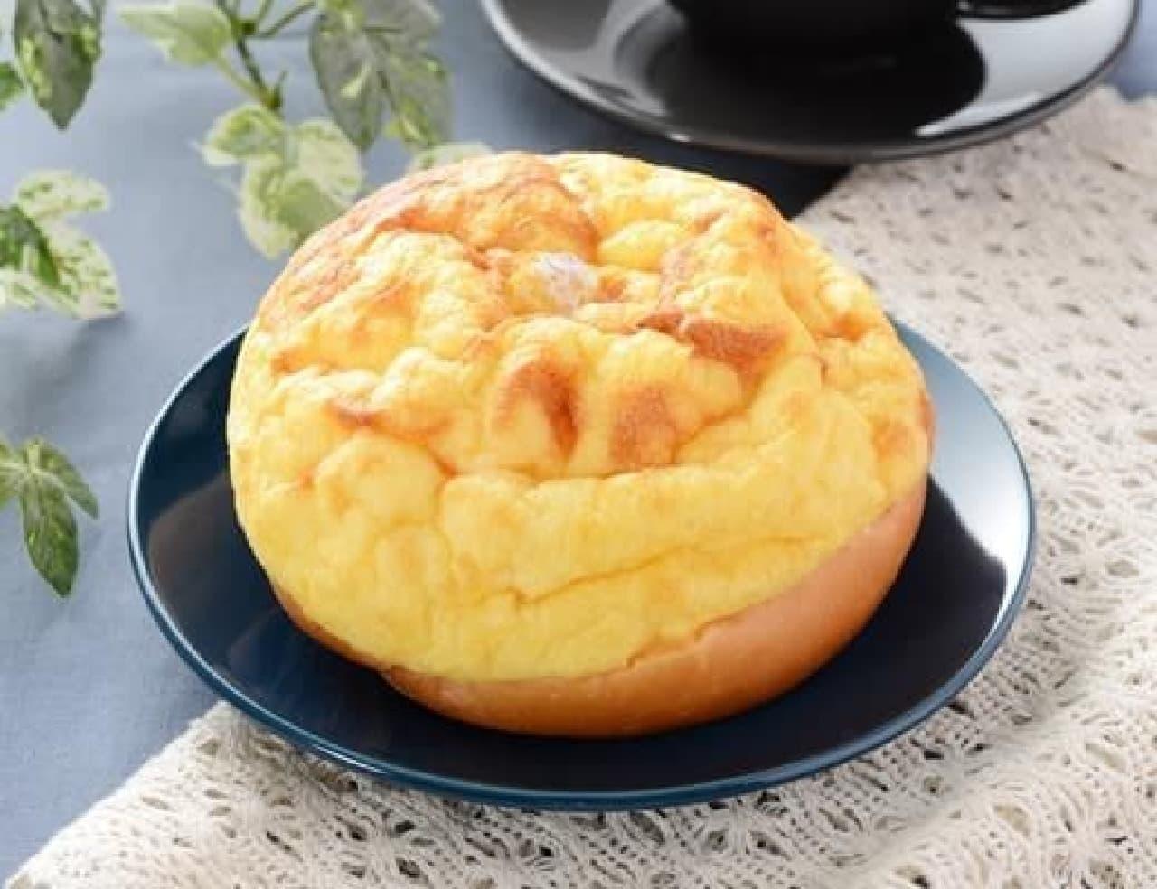 ローソン「ふんわりとしたシューホイップパン 北海道産牛乳入りホイップ」
