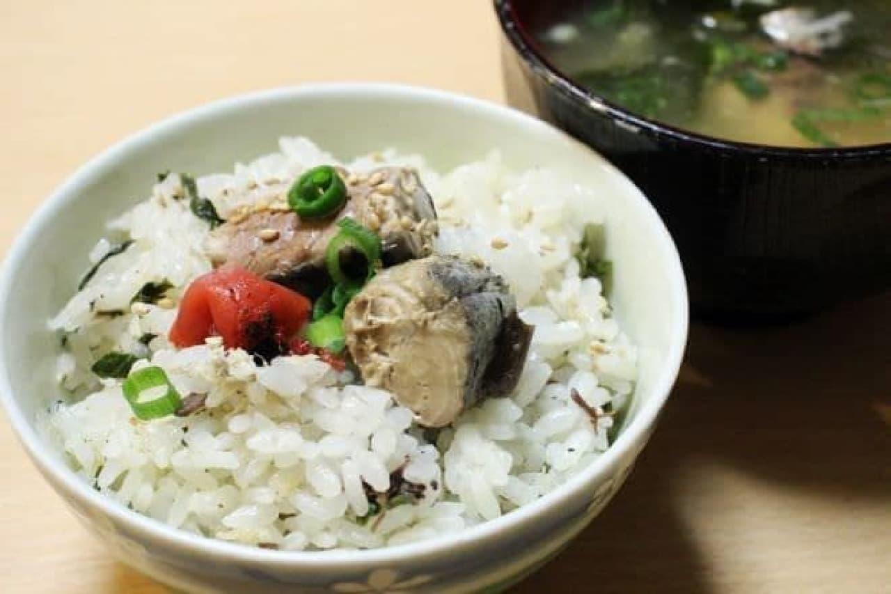 サバ缶で作る「お味噌汁」と「炊き込みご飯」