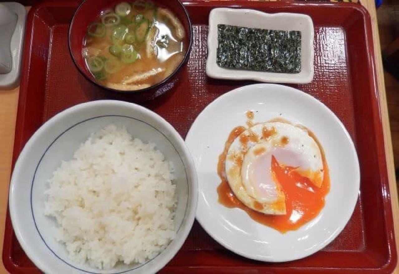 なか卯「目玉焼き朝定食」