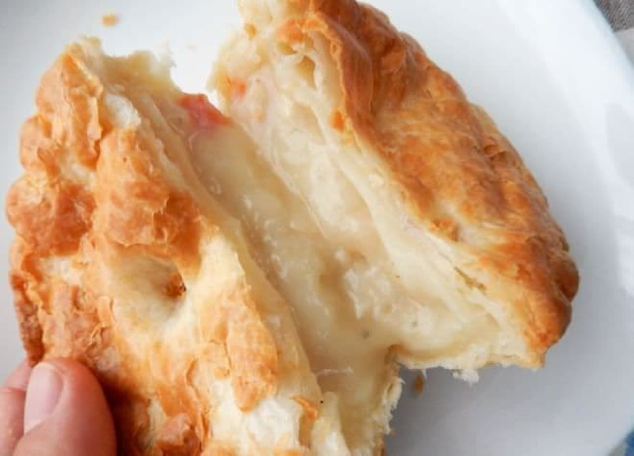 イオンの冷凍チキンホワイトシチューパイ