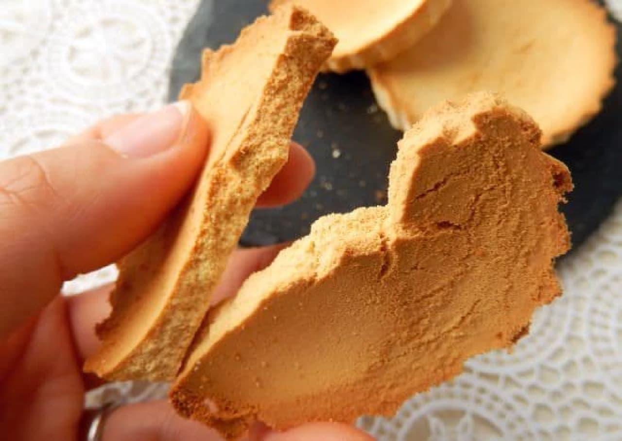 """「クリープ」を型に詰めて焼いた""""クリープクッキー""""のレシピ"""