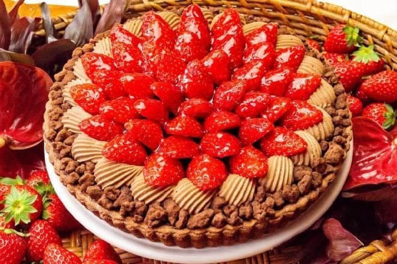 キル フェ ボンのバレンタインデー限定タルト「イチゴとチョコレートムースのタルト~スパイスをきかせたプルーンジャムとともに~」