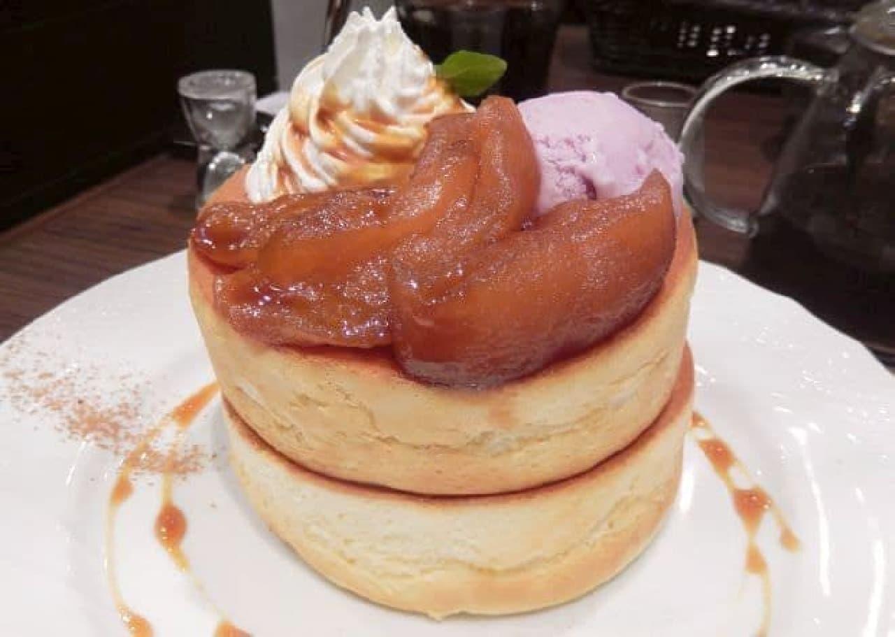 星乃珈琲店「キャラメルりんごのスフレパンケーキ」
