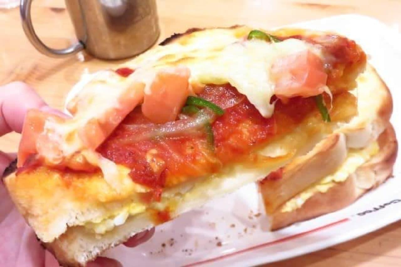 コメダ珈琲店「たっぷりたまごのピザトースト」