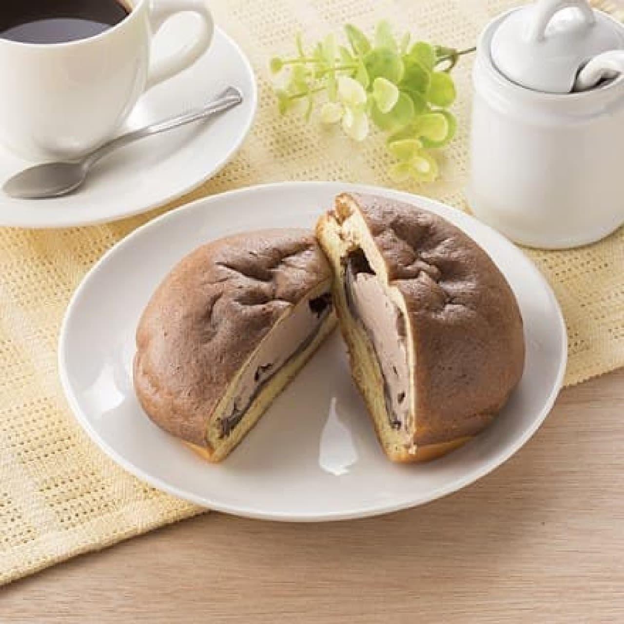 ファミリーマート「シュークリームみたいなパン(チョコ&チョコホイップ)」