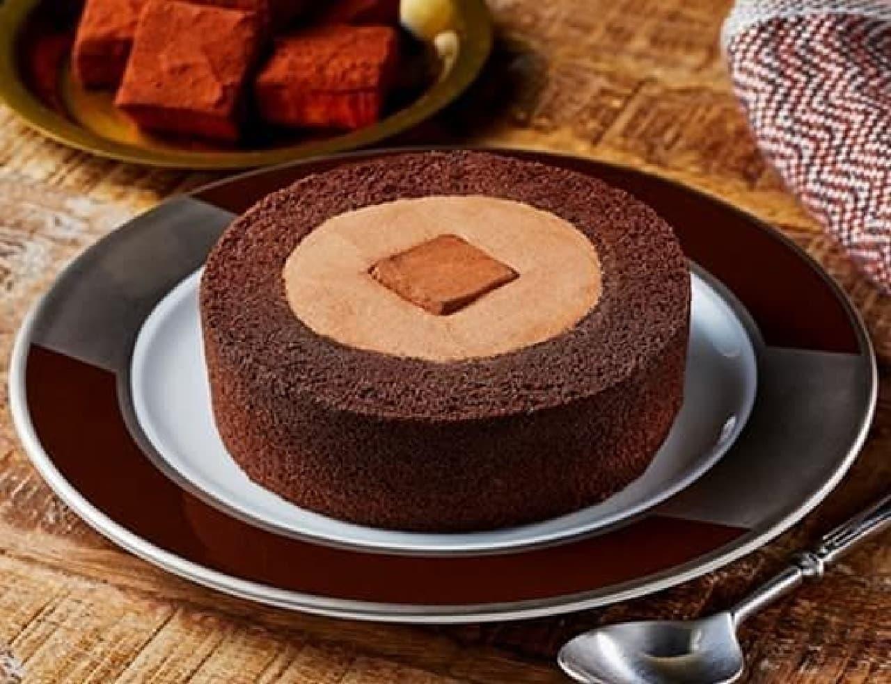 ローソン「Uchi Cafe 濃深(こくぶか)生チョコロールケーキ」