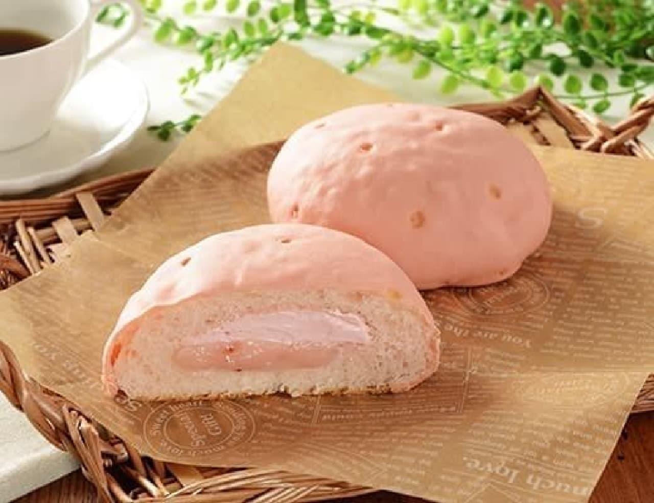 ローソン「いちごづくしのしっとりメロンパン(あまおういちごクリーム&ホイップ)」