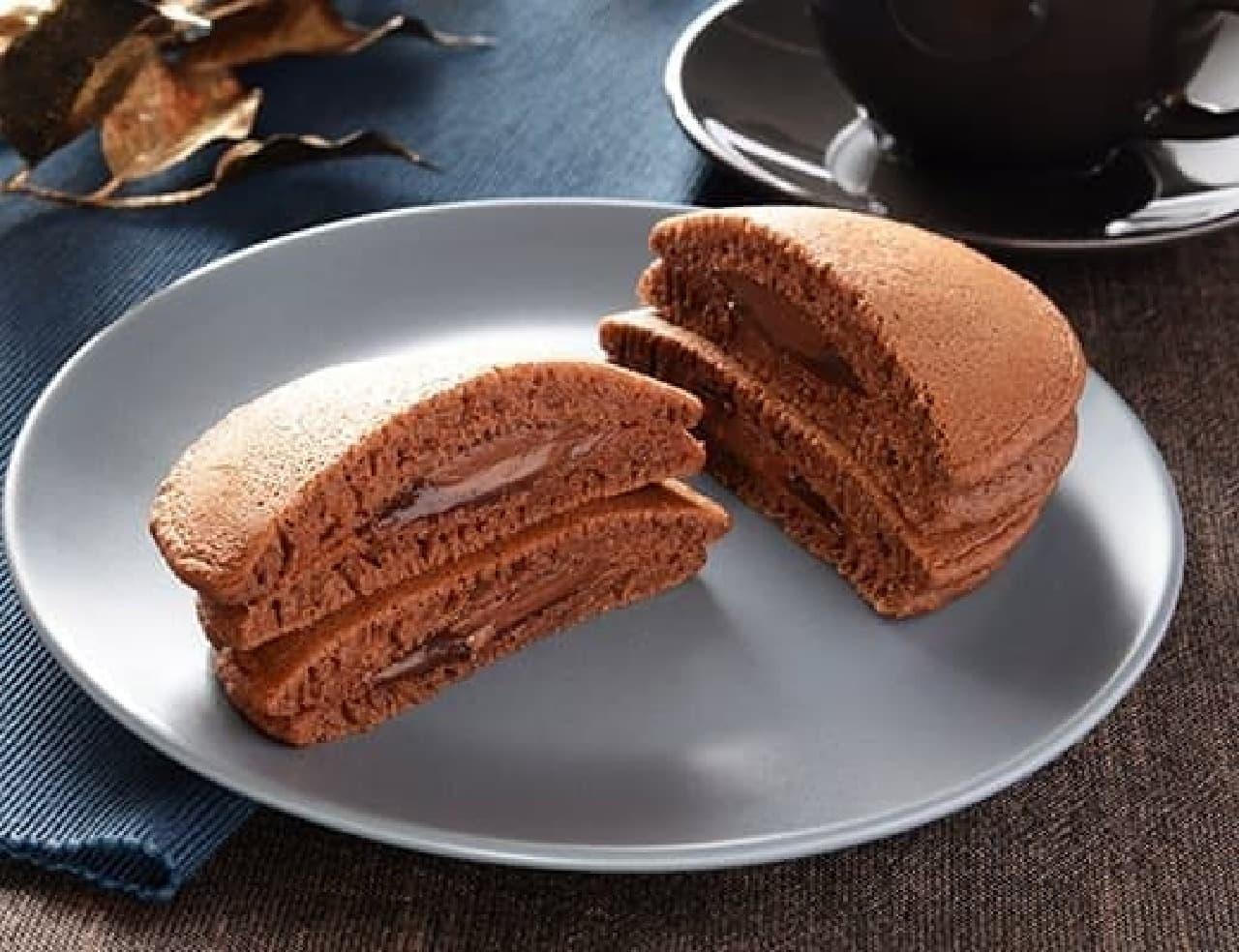 ローソン「ヘーゼルナッツチョコのもちっとパンケーキ」