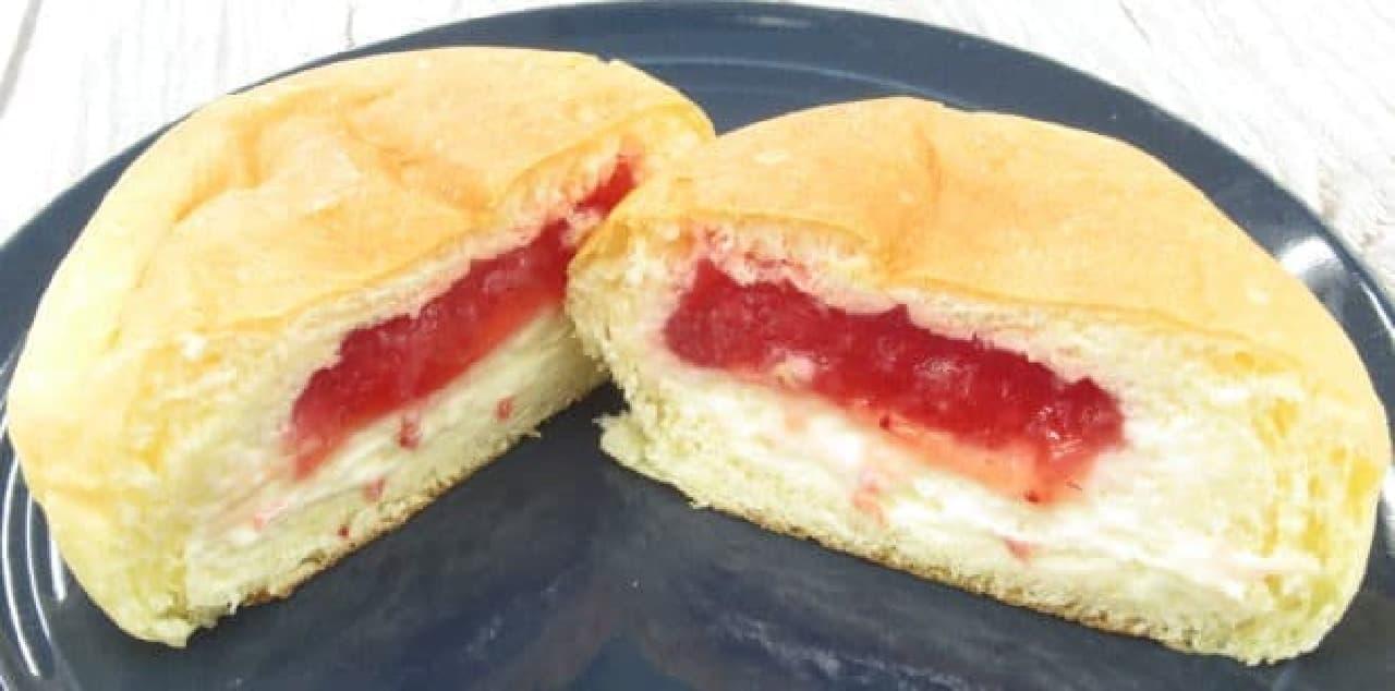 八天堂「あまおう苺のくりーむパン」