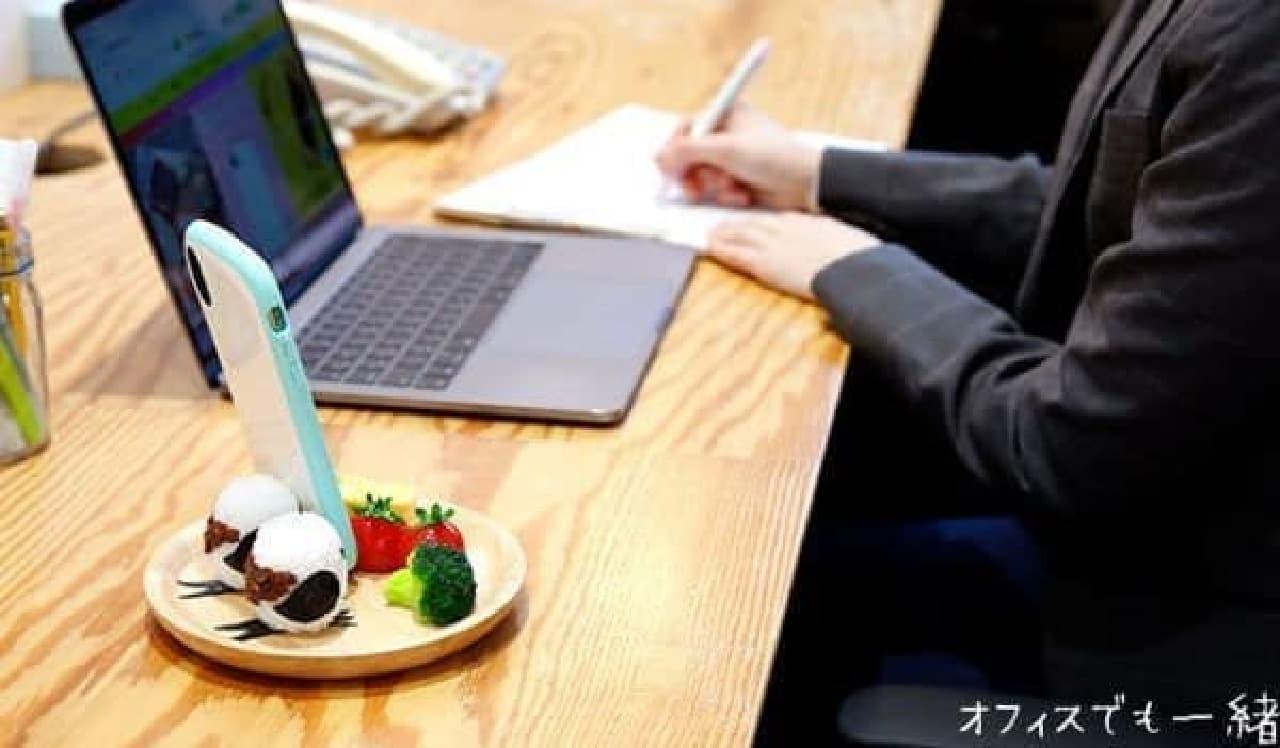 ハミィ「[各種スマートフォン対応] 食品サンプルスタンド(シマエナガおにぎりプレート)」