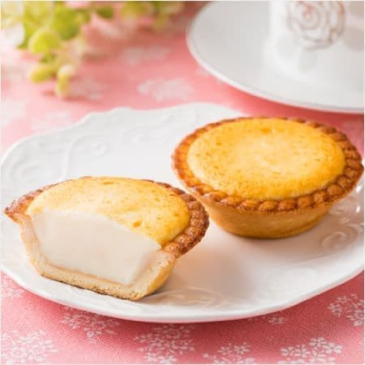 ファミリーマート「焼きチーズタルト~2種のクリームチーズ~」